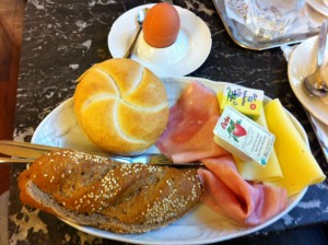 Frühstücken im Café Rathaus in Wien